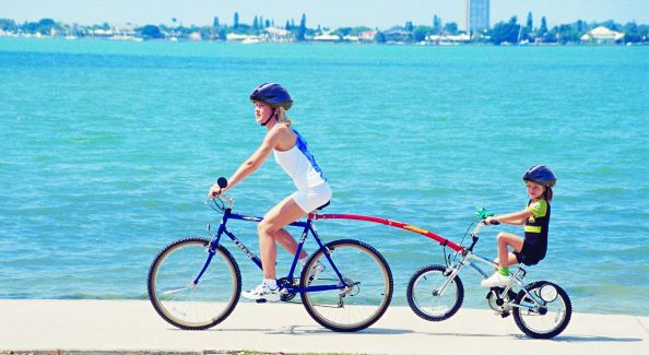 Transporter un junior à vélo