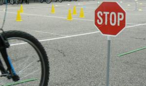 velo-panneau-stop-code-de-la-route