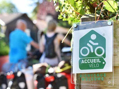 Des voyageurs dans un établissement du label Accueil Vélo