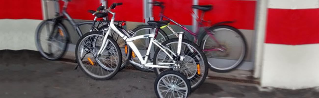 Des roues stabilisatrices pour faire du vélo malgré le handicap