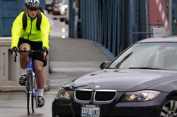 Ces obstacles sur la chaussée qui obligent le cycliste à redevenir piéton