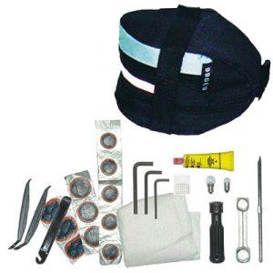 kit-reparation-chambre-air-et-outils-velo-dans-sacoche-de-selle_full