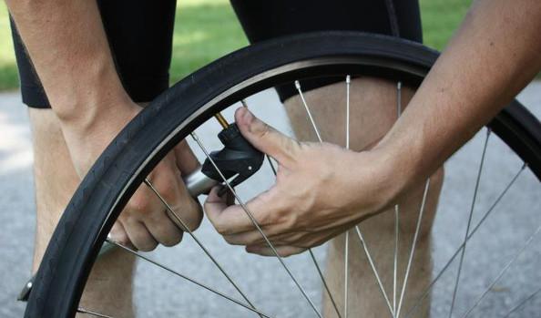 Pourquoi mon pneu vélo tend à se dégonfler ?