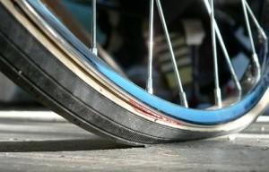 Pneu vélo dégonflé, pourquoi ?
