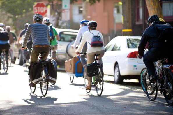 Cycliste Image sécurité : les bonnes habitudes à prendre à vélo en ville