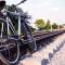 Lier le vélo et le train pour voyager et se déplacer