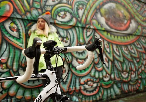 Le klaxon Hornit monté sur le guidon du vélo