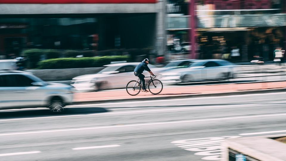 Faire du vélo électrique en ville a de nombreux avantages
