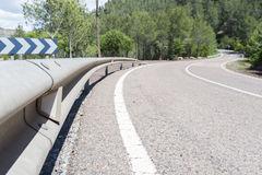 Signalisation : réflecteurs de sécurité sur la route