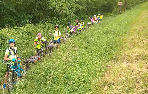 Les élèves voyagent à vélo jusqu'à Chambod dans l'Ain