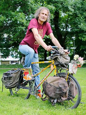 L'auteur cycliste Claude Marthaler
