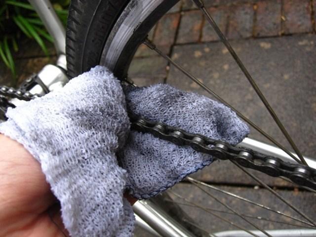 Nettoyer la chaine vélo