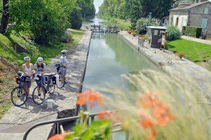 Au bord du Canal de Garonne à l'écluse de Lagruère