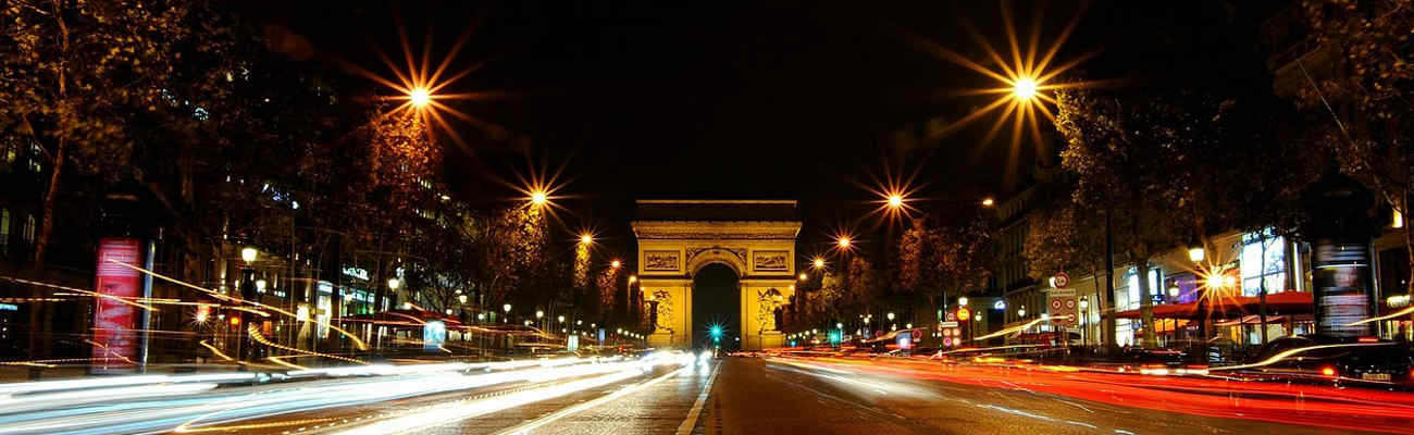 Piste cyclable des Champs-Elysées : centrale ou latérale ?