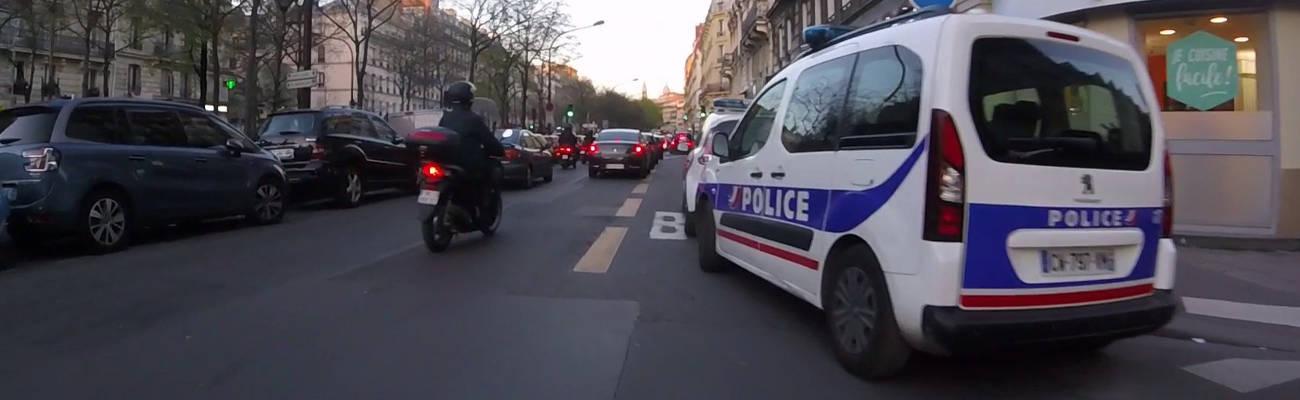 Paris : #AlloMichel dénonce les voitures de police garées sur les pistes cyclables
