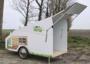 Le Vélo'Van est une caravane à accrocher au vélo