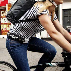 Chaîne antivol noire 75 cm portable sur cycliste Hiplok