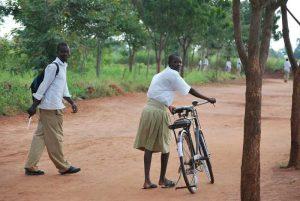 promouvoir le vélo en Afrique comme moyen d'accès à l'éducation