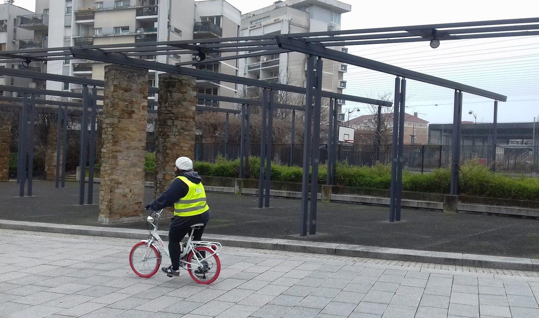 A l'assaut de la circulation marseillaise pour aller à l'école en vélo