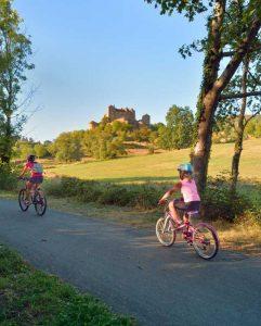 Vélotourisme près du château Berze