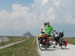 Alexis et Emilie de Un vélo pour deux avec leur tandem