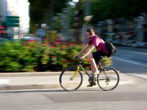 Un salarié vélotaffeur