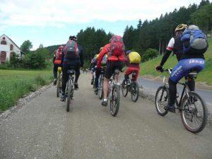 Pédaler à plusieurs en voyage à vélo