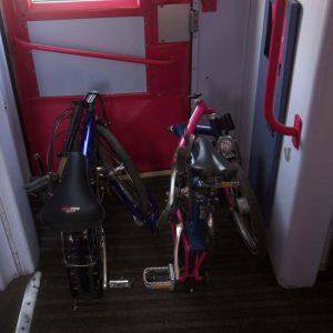 Vélo pliant dans un train - intermodalité