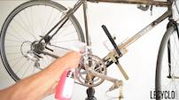 Utiliser un dégraissant pour nettoyer la transmission