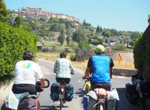 Village de Provence sur la véloroute Méditerranée à vélo