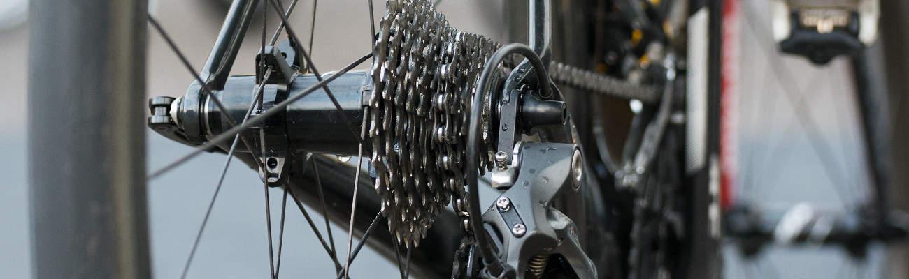 Nettoyer la transmission vélo: chaîne, pignons et dérailleurs