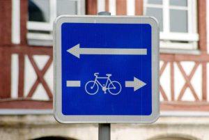 Panneau de signalisation du double sens cyclable