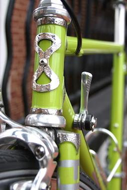Photo d'un jeu de vélo vert