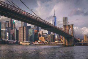 Le Brooklyn Bridge et la skyline