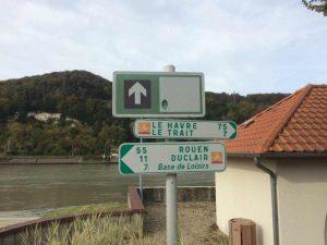 Signalétique de la route des fruits en bord de Seine