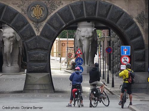 Colonnes éléphant sur le voyage à vélo au Danemark