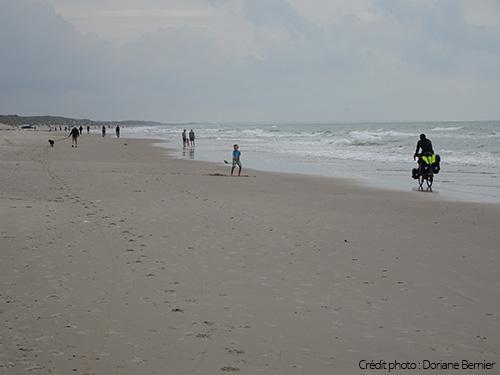 Vélo sur la plage le long de l'eurovélo 12