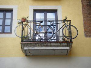 Stationner son vélo sur son balcon