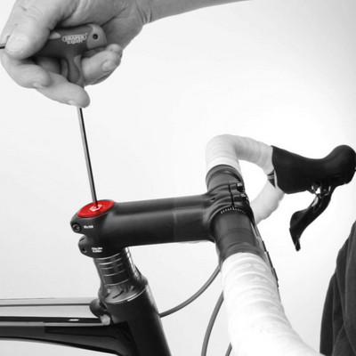 Enlever le jeu de direction aheadset d'un vélo