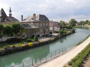 Le Canal de la Meuse à Mouzon