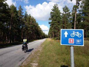 EuroVelo 10 dans les forêts estoniennes