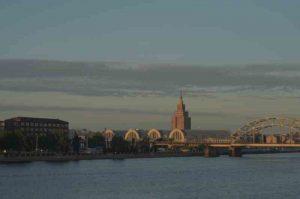 Riga et son marché dans les hangars à Zeppelins
