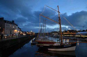Le port de Vannes s'illumine à la nuit tombée
