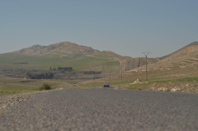 Les routes marocaines révèlent souvent des décors à couper le souffle comme dans le plateau du Kik