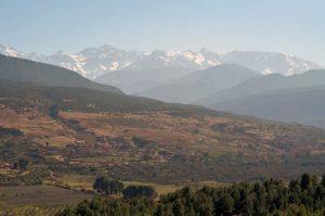Les contrastes de couleurs des paysages d'hiver marocains