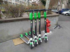 Les trottinettes en libre-service Lime envhaissent les trottoirs