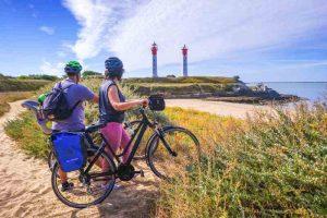 L'Île d'Aix et ses phares jumeaux, terminus de la véloroute