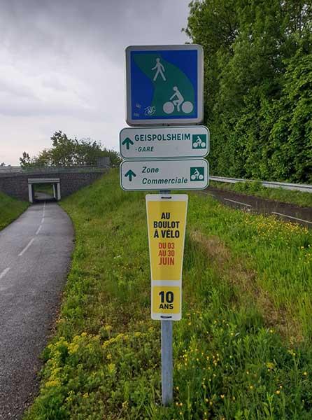 Affiche du challenge Au Boulot à Vélo sur une piste cyclable strasbourgeoise