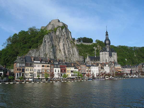 La Citadelle de Dinant surplombe la Meuse
