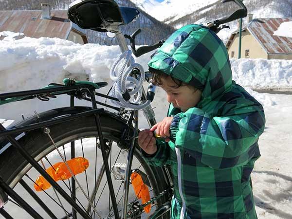 Initier les écoliers aux rudiments de la bicyclette